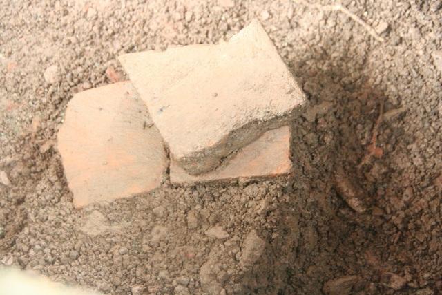 3 tấm gạch nằm chồng lên nhau