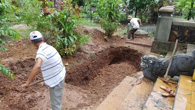 Tiến hành lấp các hố khảo cổ thám sát sau đợt khảo cổ 15 ngày