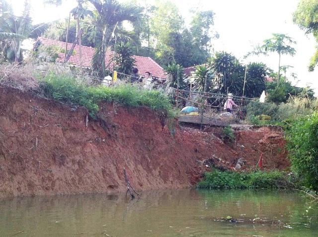 Đoạn sông Bồ bị sạt lở nặng