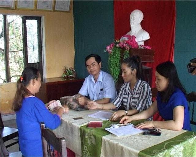 UBND xã Lộc Điền, huyện Phú Lộc bắt đầu cấp phát tiền bồi thường cho ngư dân. Đây là nơi sớm nhất tỉnh Thừa Thiên Huế chi trả cho bà con