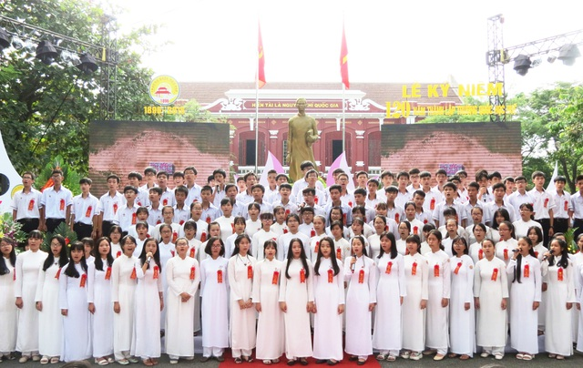 Dàn đại đồng ca học sinh trường Quốc Học