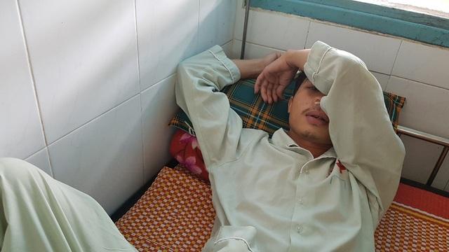 Ông Đỗ Văn Thoại đang nằm điều trị tại Bệnh viện Trung ương Huế