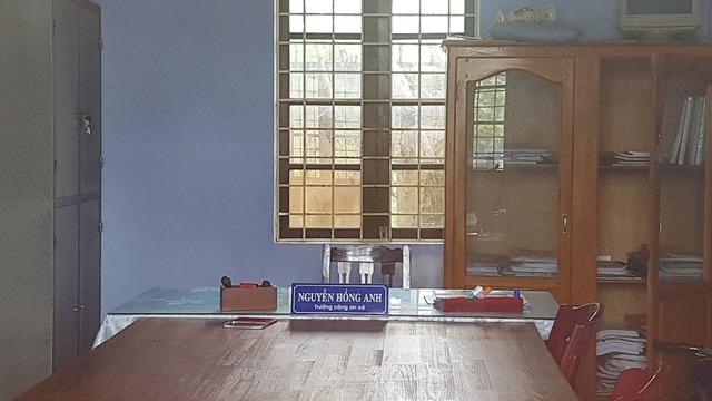 Căn phòng ông Nguyễn Hồng Anh, Trưởng Công an xã Vinh Thanh làm việc không thấy bóng dáng ông Anh đâu