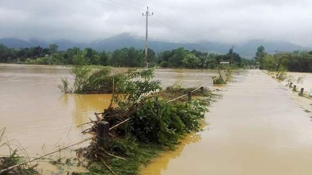 Ngập lụt các tuyến đường liên thôn