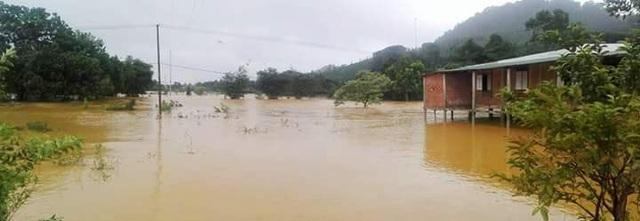 Ngập lụt các hộ dân ở xã A Đớt