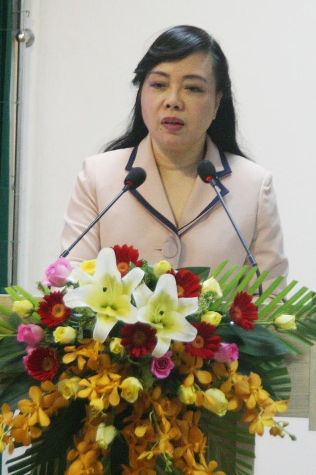 Bộ trưởng Y tế - Nguyễn Thị Kim Tiến cho rằng nguồn thu Bệnh viện Trung ương Huế không tương xứng, nên chú ý hướng du lịch khám chữa bệnh