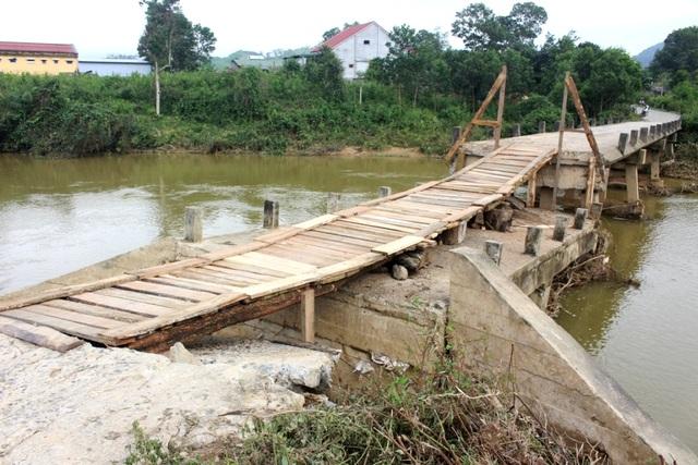 Cây cầu tạm hoàn thành