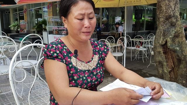 Chị Thương bật khóc nức nở khi kể hoàn cảnh bi đát của gia đình mình