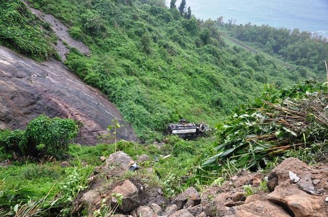 Chiếc xe bồn lao xuống đèo Hải Vân vỡ toang
