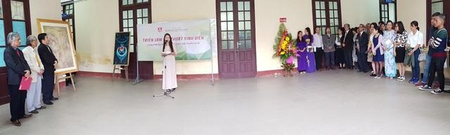 Đại diện sinh viên trường Đại học Nghệ thuật Huế phát biểu tri ân thầy cô giáo