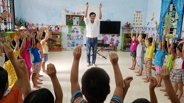 Giờ hoạt náo của thầy Bảy luôn được các học sinh đón nhận nhiệt liệt