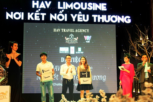 """Thảo Ái kết hợp với Trung tâm Truyền hình Việt Nam tại TP Huế tổ chức chương trình ca nhạc thiện nguyện """"HAV Limousine - Nơi kết nối yêu thương Huế 2015"""""""
