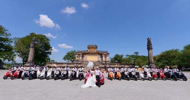 Bên cạnh việc kinh doanh, công ty còn tích cực tham gia nhiều công tác xã hội, từ thiện, các hoạt động văn hoá, thể thao... Trong ảnh là đám cưới tập thể 20 cặp cô dâu - chú rể rước dâu bằng dòng xe cao cấp Piaggio Vespa do Thảo Ái hỗ trợ thực hiện
