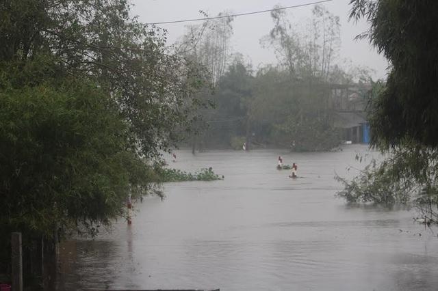 Mưa lớn khiến nhiều nơi ngập đến 0,5 mét