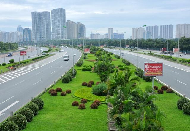 Hà Nội, mỗi năm chi 53 tỷ đồng chỉ để cắt cỏ Đại lộ Thăng Long. Tính chung, cả năm Hà Nội chi 700 tỷ đồng riêng tiền cắt cỏ các tuyến đường trên địa bàn thành phố.