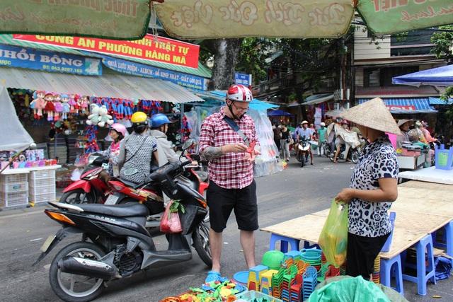 Những đồ chơi mô hình, dân gian và có bản sắc Việt luôn được khách nước ngoài chú ý