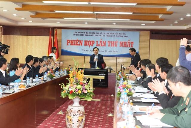 Phó Thủ tướng Vương Đình Huệ yêu cầu đẩy mạnh thực hiện cơ chế xử lý thủ tục hành chính trên một cửa quốc gia để đẩy nhanh cải cách môi trường kinh doanh