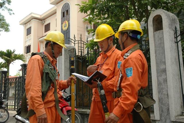 Công nhân ngành năng lượng như: điện lực, khai thác than, dầu mỏ.... được Viện Năng suất Việt Nam đánh giá có năng suất cao nhất vì dựa vào tài nguyên (ảnh minh họa)