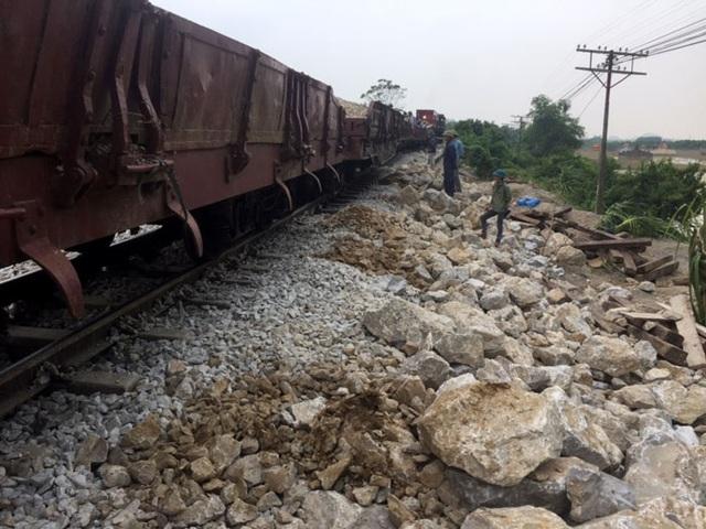 Các chuyến tàu đã chạy thông suốt trên đường sắt Bắc - Nam