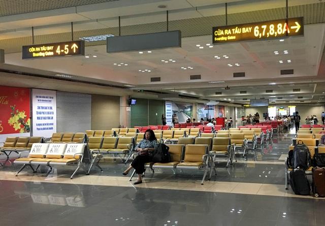 Khu vực cách ly sau kiểm tra an ninh, chờ đến giờ ra cửa máy bay tại nhà ga T1