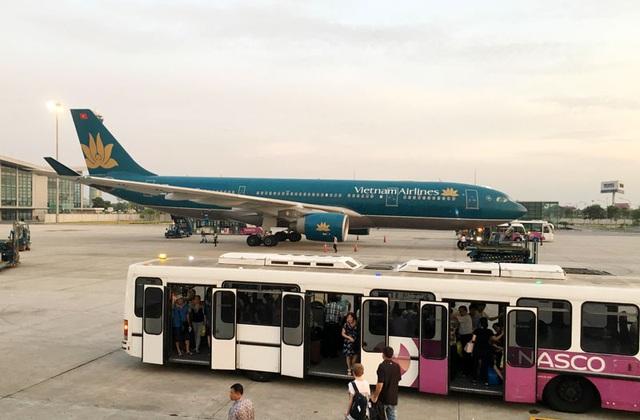 Vietnam Airlines cho biết kế hoạch khai thác Tết của hãng sẽ đáp ứng tối đa nhu cầu đi lại của hành khách, trên đường bay Hà Nội - TPHCM trung bình cứ 30 phút sẽ có 1 chuyến bay, khai thác từ sáng đến đêm.