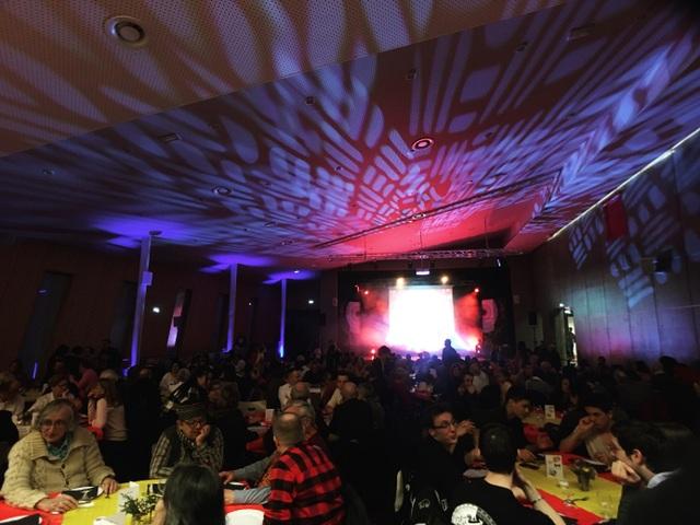 Hội trường chật kín với sự tham dự của hơn 300 bạn bè Pháp và Việt Nam