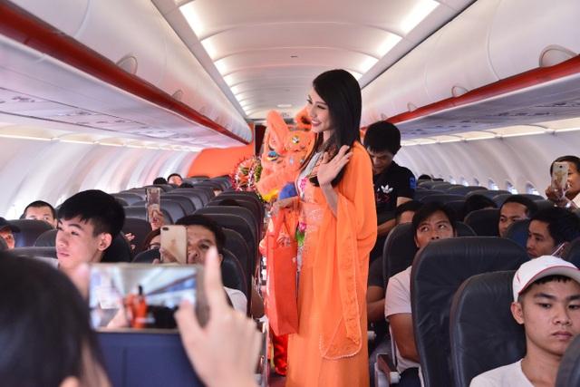 Trên chuyến bay ngoài hành khách Việt Nam, còn có nhiều khách quốc tế khác. Đây là một cơ hội đặc biệt để Jetstar Pacific giới thiệu nét văn hóa độc đáo của Việt Nam đến với du khách quốc tế.