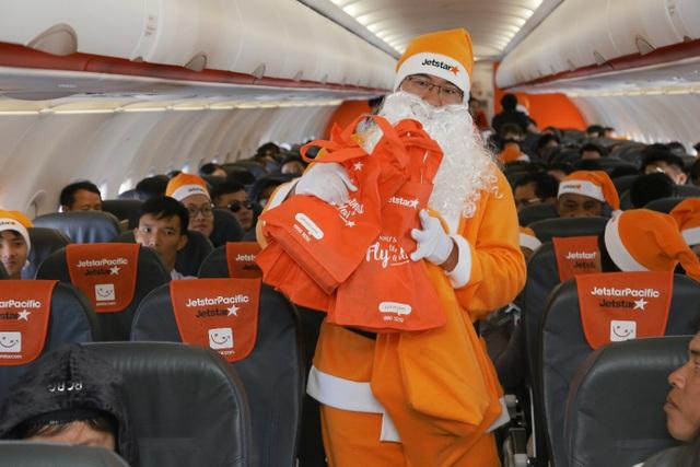 Rộn ràng không khí Noel trên máy bay của Jetstar Pacific - Ảnh 3.