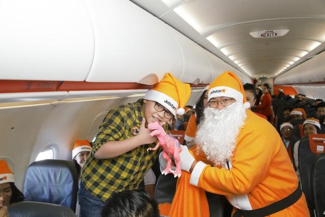 Rộn ràng không khí Noel trên máy bay của Jetstar Pacific - Ảnh 4.