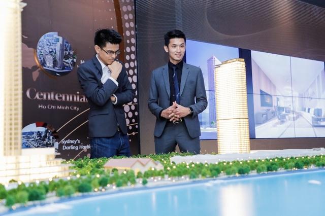 Ông Victor Nguyễn (quốc tịch Mỹ) rất ấn tượng với công trình kiến trúc tại vùng đất mang tính lịch sử Ba Son