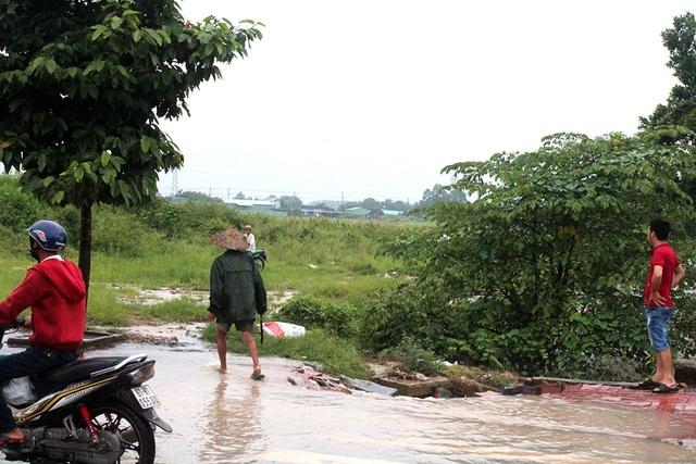 Khu vực hai anh thợ hồ phát hiện chị Tuyền bị nước lũ cuốn