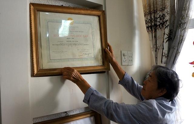 Dù gia đình cụ Ngọc có truyền thống cách mạng và đóp góp cho đất nước nhưng đến tuổi 76 cụ Ngọc vẫn chưa một ngày được yên vì cách giải quyết cơ quan chức năng