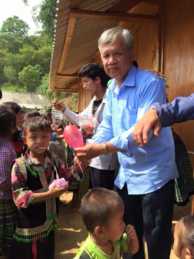 Ngoài việc làm đẹp miễn phí cho người xấu số, ông Anh thường xuyên tham gia các hoạt động thiện nguyện trên cả nước.