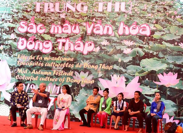 Chương trình Trung thu màu sắc văn hoá Đồng Tháp diễn ra tại bảo tàng Dân tộc học Việt Nam (Hà Nội) mang đến cơ hội trải nghiệm không khí Trung thu của cư dân vùng sen hồng cho các em nhỏ Thủ đô cùng phụ huynh trong hai ngày cuối tuần 30/9 và 1/10.