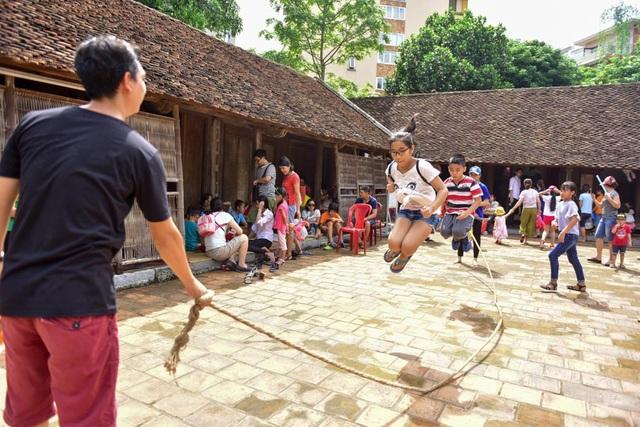 Nhiều trò chơi của các dân tộc được giới thiệu trong không gian đặc biệt của bảo tàng Dân tộc học Việt Nam.