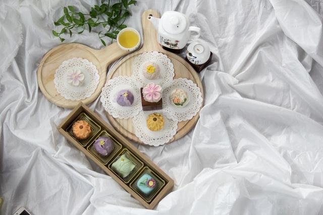Bánh wagashi thường được dùng trong các tiệc trà. Ở Nhật Bản, một người thợ làm bánh wagashi chuyên nghiệp thường phải mất đến 12 năm mới thành nghề.