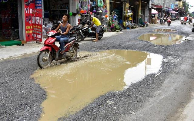 Được biết, chính quyền địa phương đã lên kế hoạch chỉnh sửa đường vào đầu năm 2018. Theo đó, hệ thống cống thoát nước sẽ được xây dựng để giải quyết tình trạng ứ đọng nước mưa.