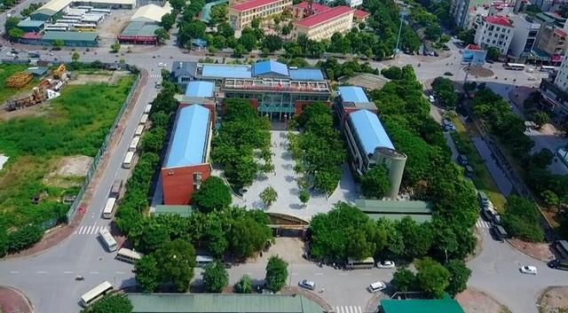 Toàn cảnh ngôi trường THPT Lương Thế Vinh Hà Nội trong ngày buồn. Lễ chào cờ đầu tuần như thường lệ đã không diễn ra... (ảnh Toàn Vũ)