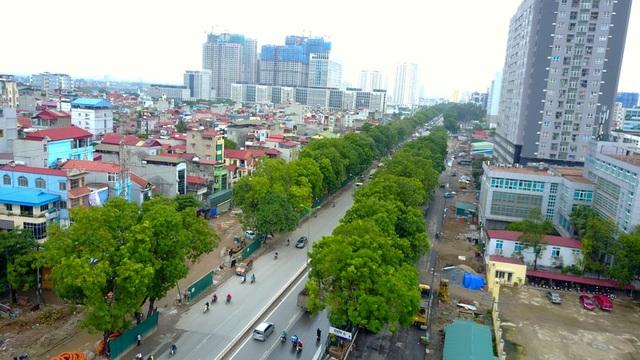 Sáng 18/9, đơn vị quản lý dự án mở rộng đường vành đai 3 từ Mai Dịch đến cầu Thăng Long bắt đầu xử lý 1.289 xây xanh trên đường Phạm Văn Đồng để lấy mặt bằng thi công.