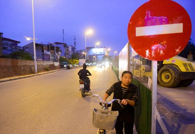 Mặc dù đã có biển đường một chiều nhưng nhiều người tham gia giao thông vẫn cố tình vi phạm.