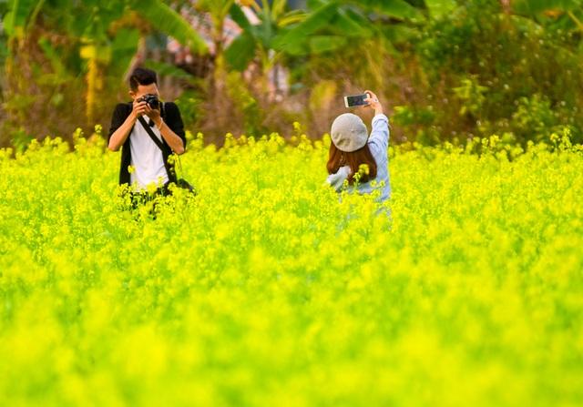 Từ máy ảnh chuyên nghiệp tới điện thoại đều được sử dụng để ghi lại những bức ảnh thật ấn tượng.