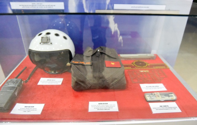 Bộ quần áo bay của Thượng tá Phạm Tuấn Anh, Trung đoàn trưởng Trung đoàn 921, được sử đụng trong huấn luyện bay.