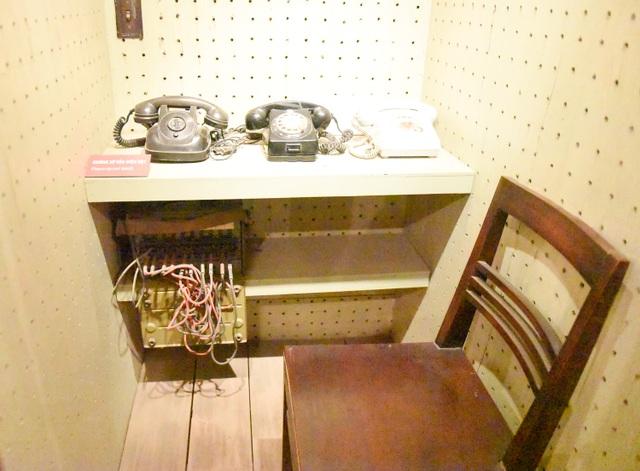 Điện thoại được kết nối với các đồng chí trong Bộ Chính Trị, Quân ủy Trung ương, Bộ Quốc phòng, Bộ Tổng Tham mưu để liên lạc và chỉ huy từ năm 1967 đến năm 1975.