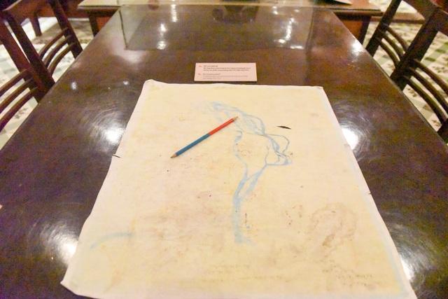 Bút chì xanh - đỏ được Bộ Tổng tham mưu trang bị cho sĩ quan sử dụng ghi vẽ và chỉ huy tác chiến trong những năm 1972 đến năm 1975.