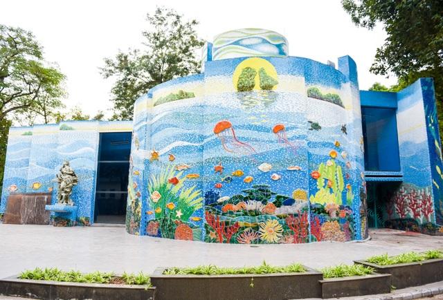 Nhà gương Công viên Thống Nhất được Tiệp Khắc xây tặng năm 1979. Đây là điểm vui chơi gắn liền với tuổi thơ của nhiều thế hệ 7x và 8x ở Hà Nội.