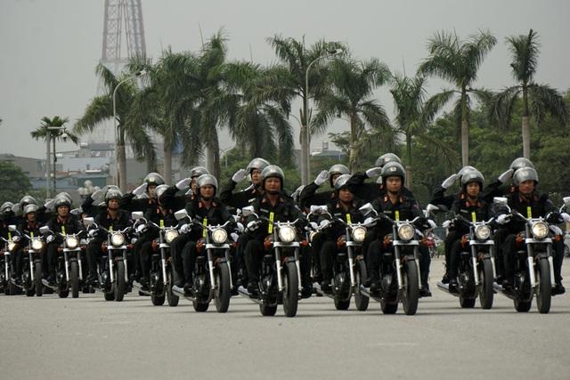 Đội hình xe mô tô phân khối lớn, phương tiện đặc chủng được chuyên dùng cho công tác tuần tra kiểm soát, phòng chống tội phạm. Đây là phương tiện có tính cơ động nhanh, sẵn sàng chiến đấu cao, tiện dụng trong truy bắt đối tượng phạm tội và xử lý các tình huống, hành vi vi phạm pháp luật.