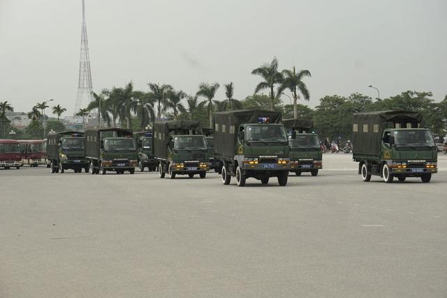 Đội hình xe tiểu đội. Mỗi xe có thể chuyên chở được một tiểu đội đi làm nhiệm vụ.