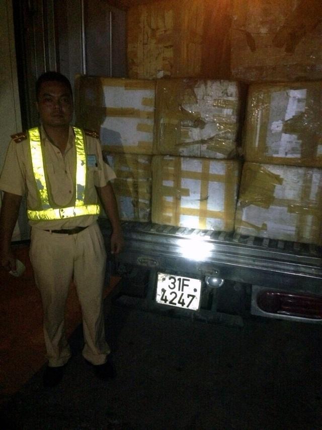 10.000 que kem Tràng Tiền giả bị phát hiện trên xe tải.