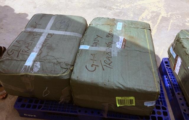 Số ngà nghi là ngà voi được đóng gói, vận chuyển qua đường hàng không. (Ảnh: cơ quan chức năng cung cấp)