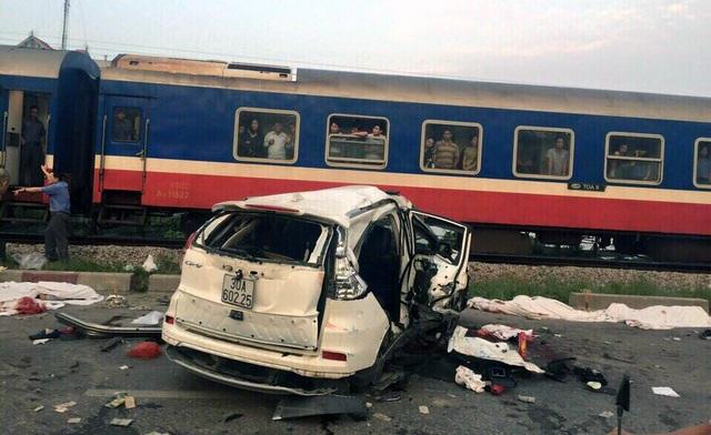 Hiện trường vụ tai nạn kinh hoàng sáng 24/10.